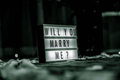 Devez-vous quitter un homme qui ne vous a toujours pas demandé en mariage ? même après plusieurs années de vie commune ?