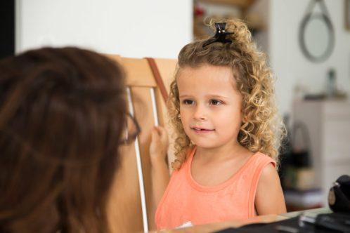 utiliser le flou d'arrière-plan pour mettre en valeur une photo d'enfant