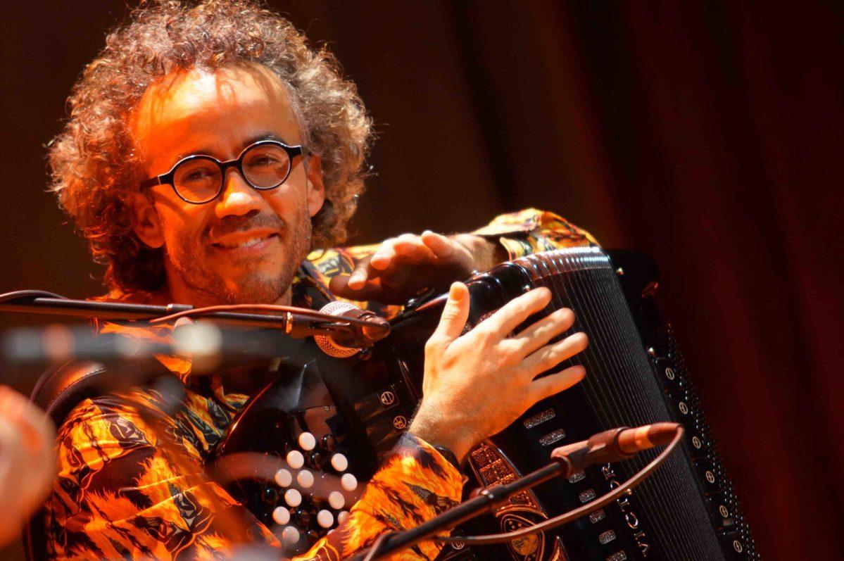 Crestiano Toucas sur scène du blog apprendre l'accordéon