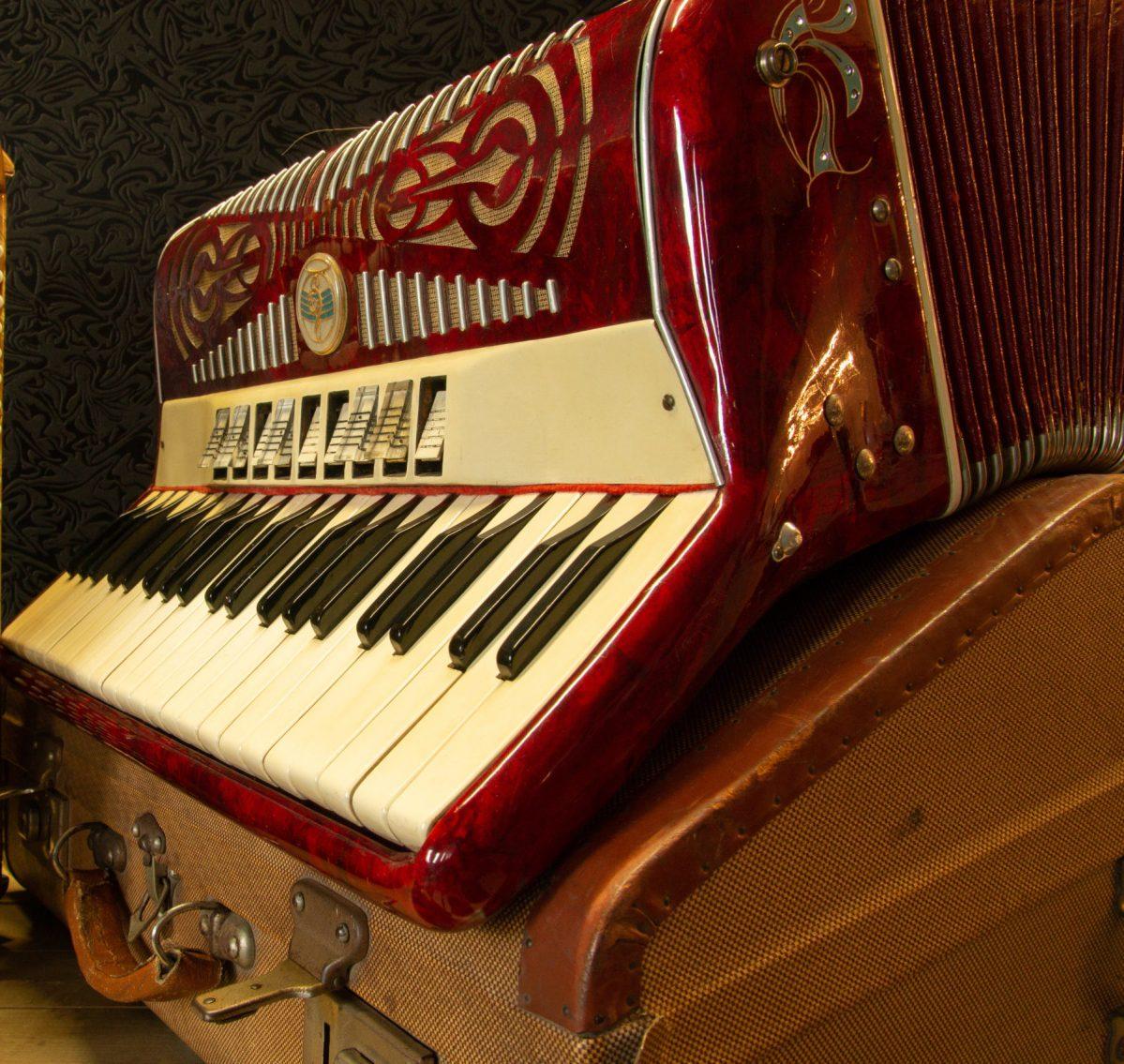 Accordéon rouge-1er article apprendre l accordéon