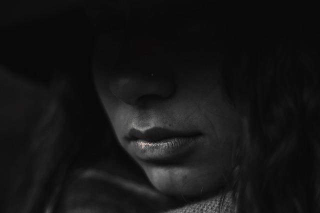 femme emotion - La lecture comme soutien dans la maladie et les doutes qui l'accompagnent