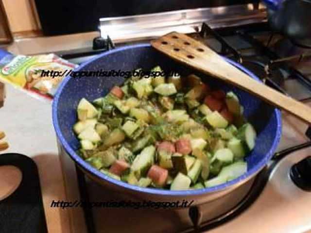 Menu lunedì: pasta e lenticchie, frittura mare e zucchine stufate