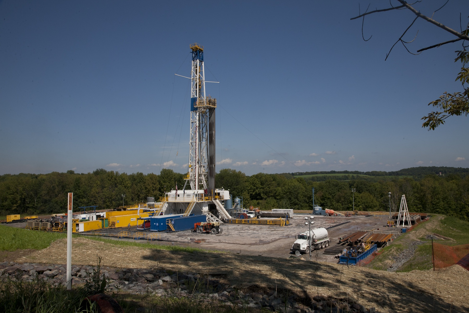 https://i2.wp.com/appvoices.org/images/uploads/2012/08/fracking-rig.jpg