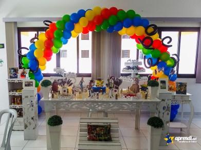Arco de Balões em 4 Cores com detalhes utilizando balões 260.