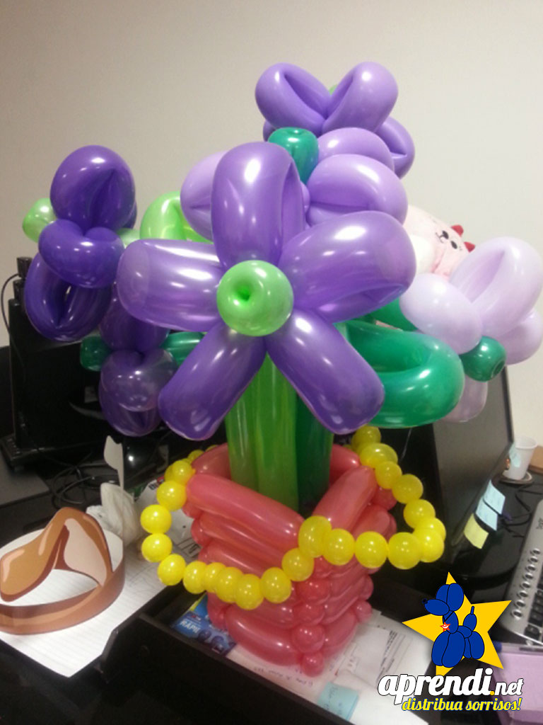 Cesta e Flores de balões