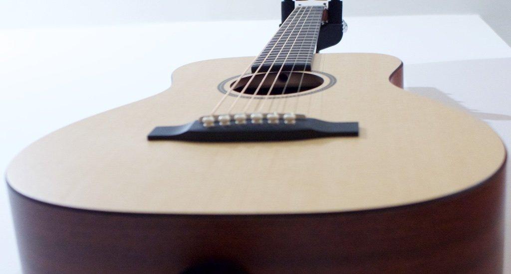 De Como Compré Inesperadamente Una Pequeña Gran Guitarra Acústica