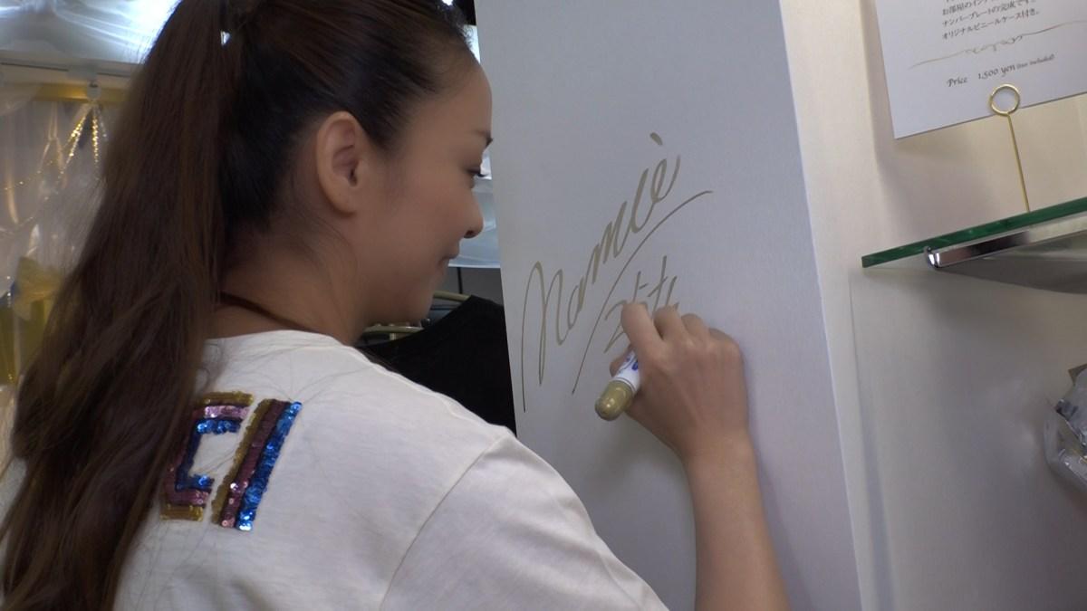 """安室奈美恵″Final Space""""を訪問!各会場で直筆サインも!"""