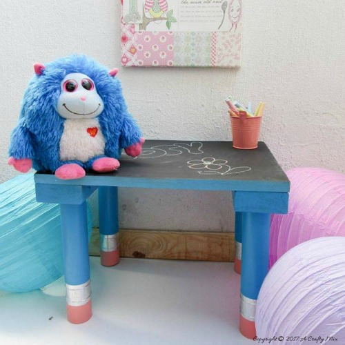 Blackboard-Table-Pencil-Legs-DIY