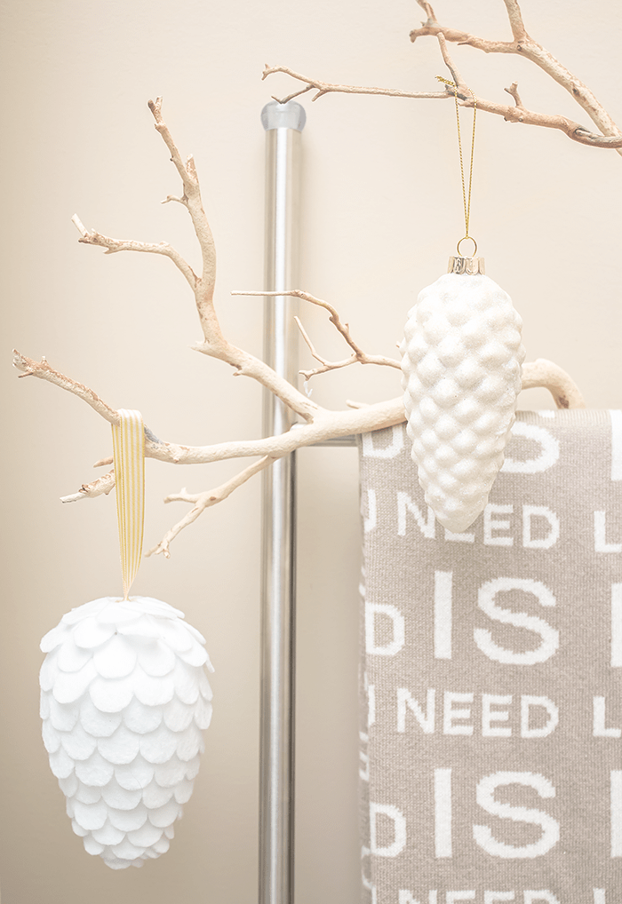 6 Ways To Decorate With Christmas Ornaments