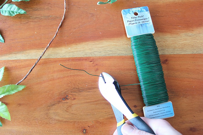 DIY (faux) Wildflower Wreath - clip floral wire