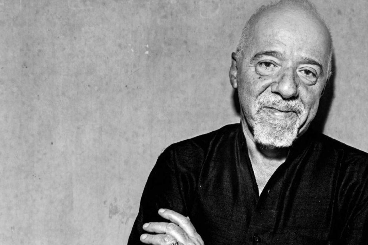 Paulo Coelho ile ilgili görsel sonucu