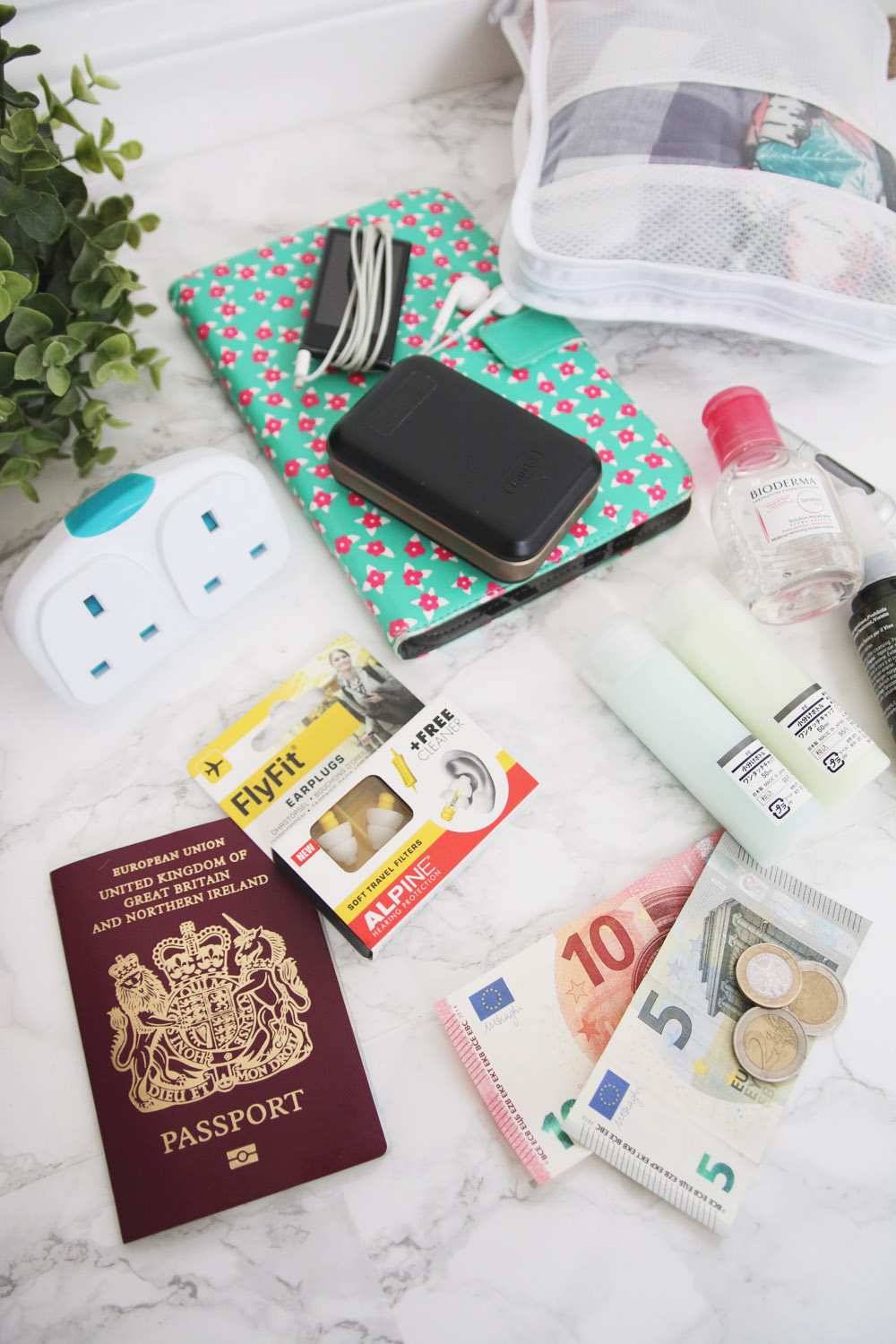 8 Travel Essentials to Make your Trip Easier