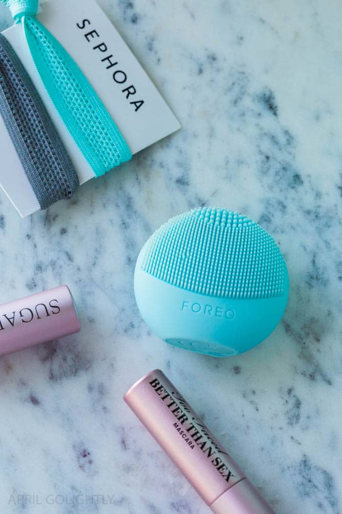 Sephora Favorites Refresh, Set, Glow Kit is sold exclusively at JCPenney with a Mini Foreo Luna Play which is a sonic cleansing device and Too Faced Better Than Sex Mascara