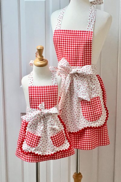 Mommy and Me aprons matching for spring