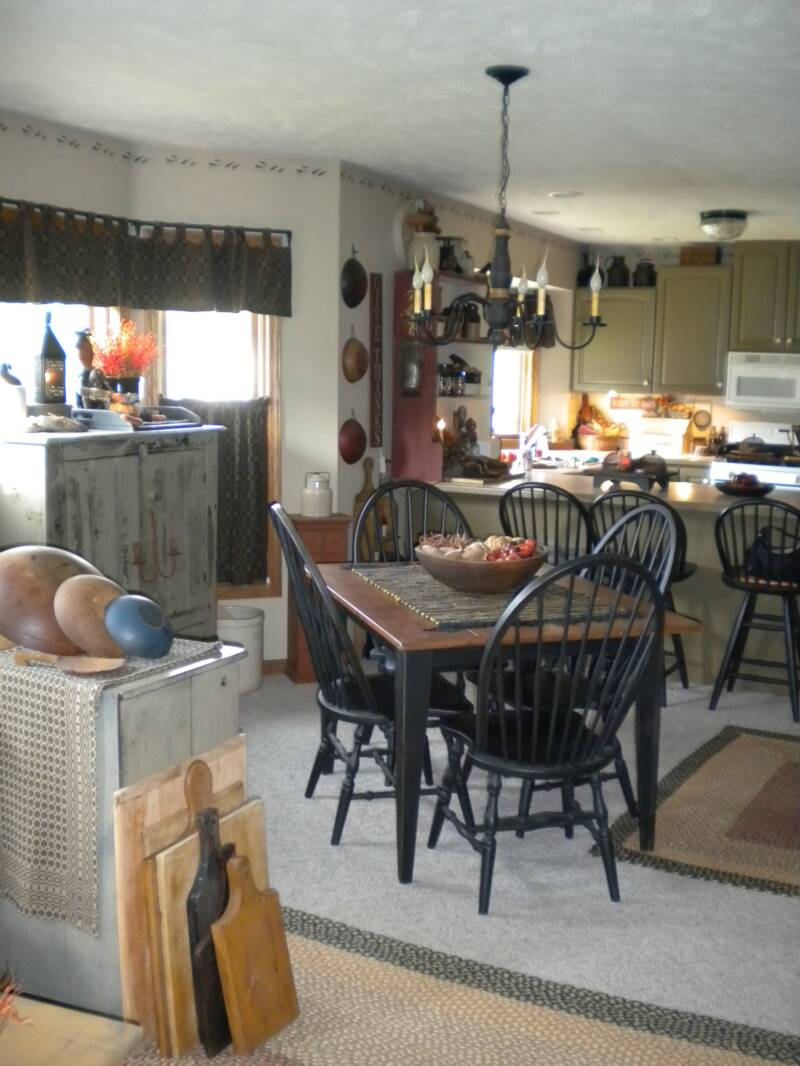 A Primitive Place Primitive Amp Colonial Inspired Dining Rooms
