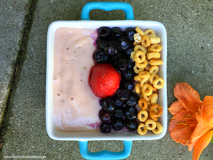 Yogurt and fruit smoothie bowls with cereal are packed with tons of fresh fruit, veggies, creamy yogurt and grains! #SnackBrighter #SmoothieBowl #Vegetarian