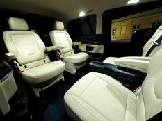 airport_services_vie_minivan_interior