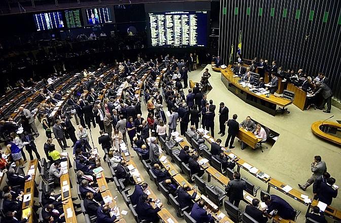 Plenário da Câmara no dia 4 de outubro, durante sessão em que foi discutido o projeto de repatriação de recurso