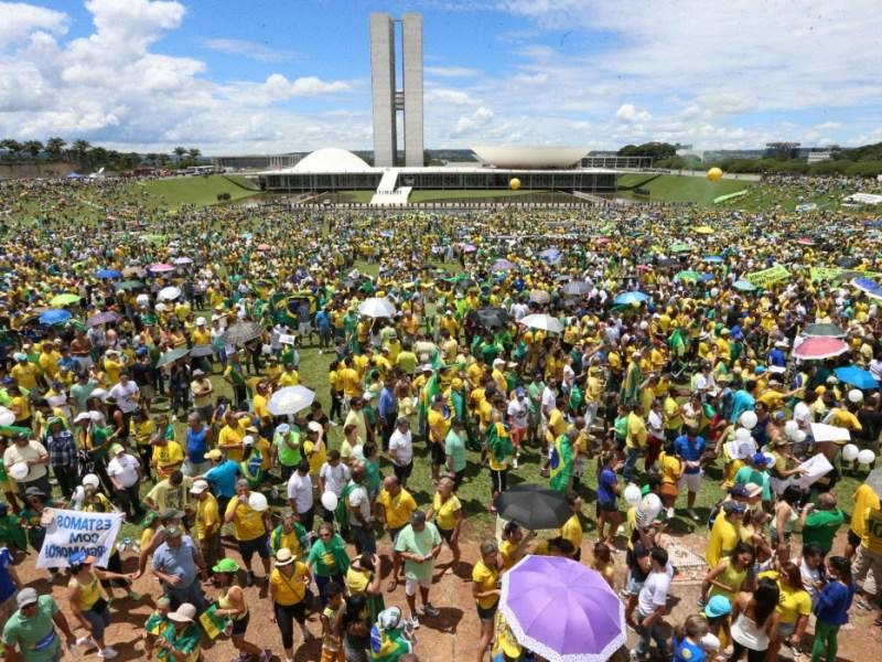 Manifestação contra o governo Dilma e a favor do impeachment, em Brasília