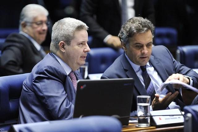 Os senadores mineiros Antonio Anastasia e Aécio Neves, do PSDB