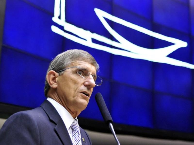 O deputado Darcísio Perondi (PMDB-RS) errou ao comparar gastos com receitas do governo
