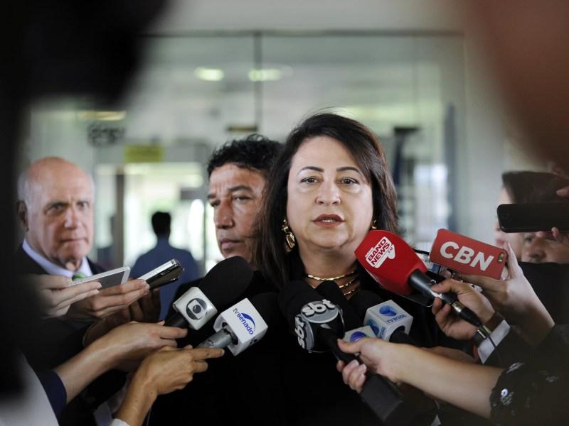 A relatora da Comissão Especial do Extrateto, senadora Kátia Abreu (PMDB-TO), encarregada de elaborar uma proposta para dar fim aos chamados supersalários
