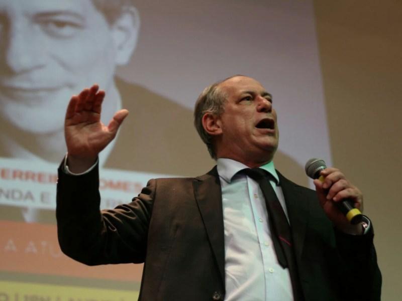 Ciro Gomes em palestra na UFABC, em 2017; no exterior, candidato citou dados falsos