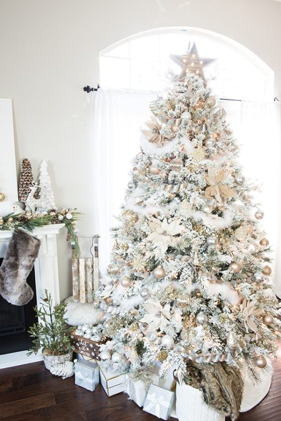 35 gold Christmas decorations and gold holiday decor: Gold and Silver Christmas Tree