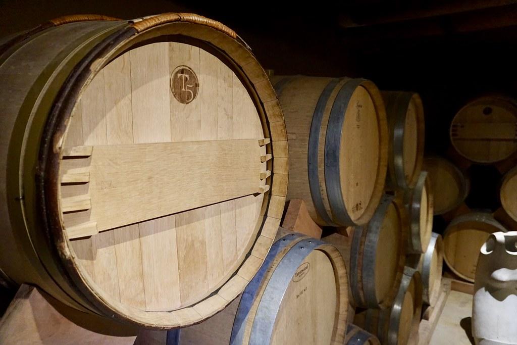 Barriles de vino en Cavas del Valle