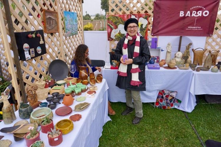 Beatriz Dávila junto a Agrupación Barro en la Fiesta de la Vendimia de Casablanca