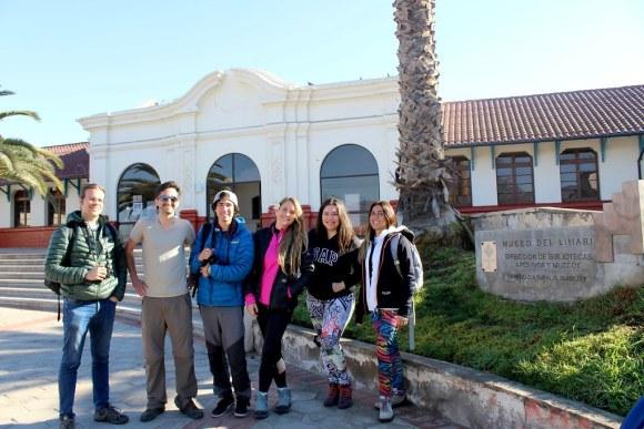 Hernán Castro, Francisco Carmona, Iván Berríos, Fernanda Picón, María Jesús Pérez y Elizabeth del Pilar Candia, de la Agrupación Chilena de Blogueros de Viaje, en el Museo del Limarí
