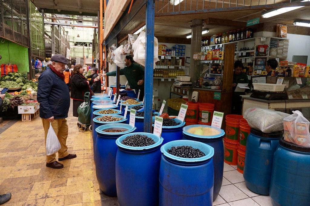 Comprando productos para el Capri en El Mercado Cardonal