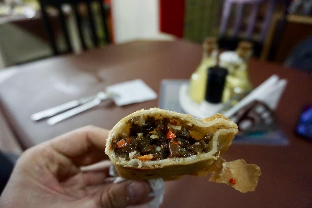 Empanada de cochayuyo en El Sureño
