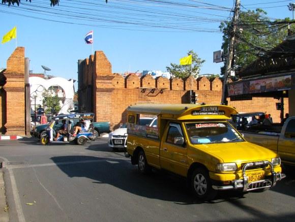 Acceso al casco histórico de Chiang Mai