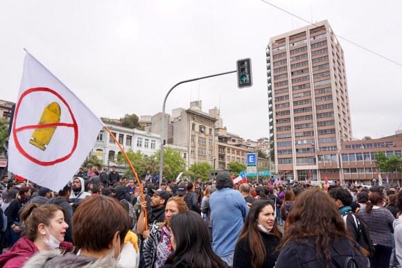 Protestas en Valparaíso frente a la Intendencia Regional