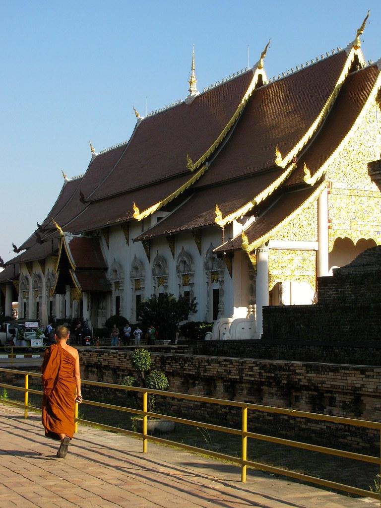 Monje en Wat Chedi Luang