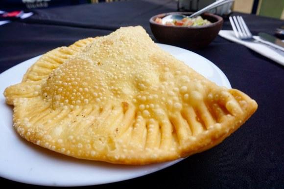 Empanada frita de camarón queso