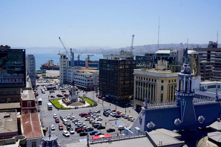 Vista a Plaza Sotomayor desde Museo Lord Cochrane