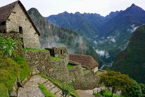 Techumbres reconstruidas en la salida de Machu Picchu
