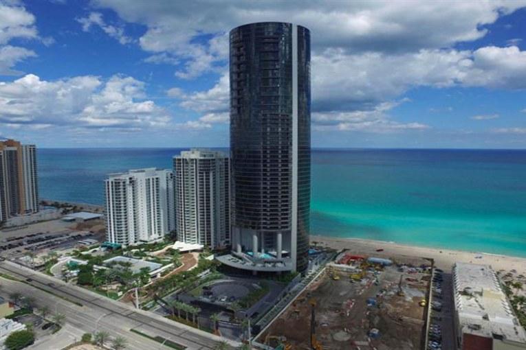 برج بورش ديزاين تاور في ميامي الأمريكية مزود بمصاعد خاصة للسيارات