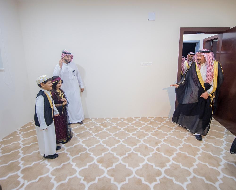 أمير القصيم: تأمين مساكن تنموية في مركز أبانات يعقيها الأسیاح وبریدة