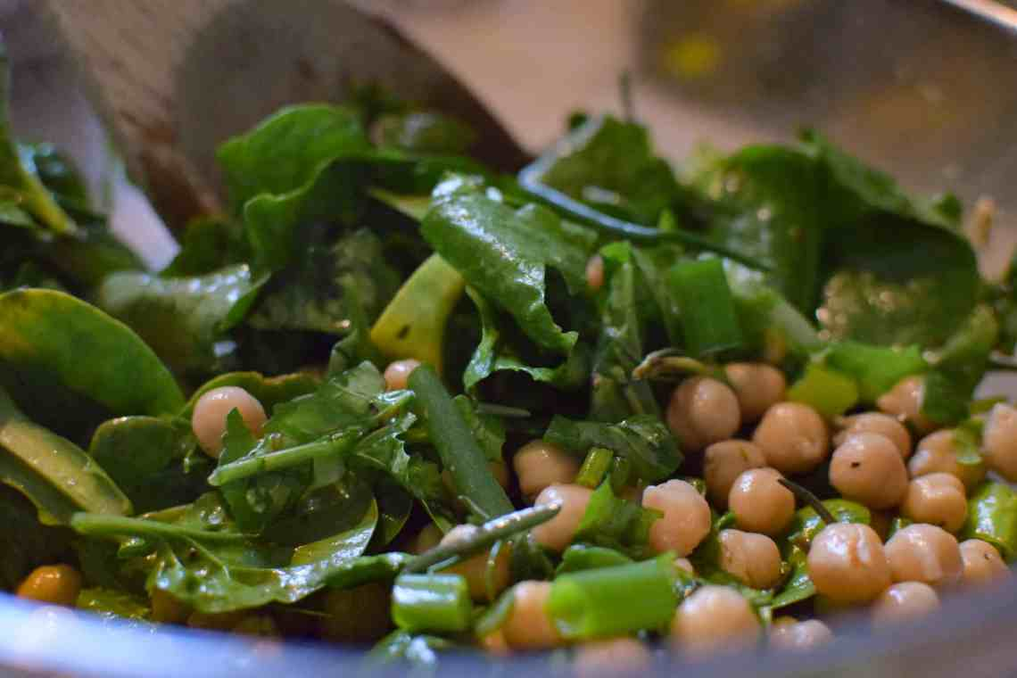 Leafy greens with garbanzo beans
