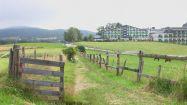 kurhotel, weg, path, chemin, marterl, zaun, fence, clôture, landschaft, landscape, paysage,