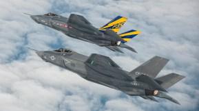 First-F-35-Navy-formation-flight (1)