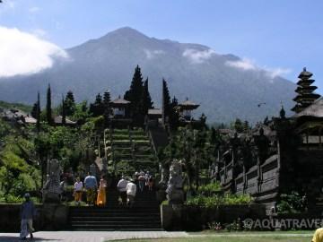 Besakih - největší a nejposvátnější hinduistický chrám na Bali na úpatí sopky Agung