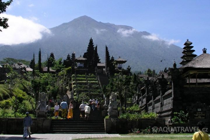 Besakih - největšší hinduistický chrám na Bali