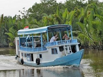 Klotok - obytná loď v NP Tanjung Puting na Borneu