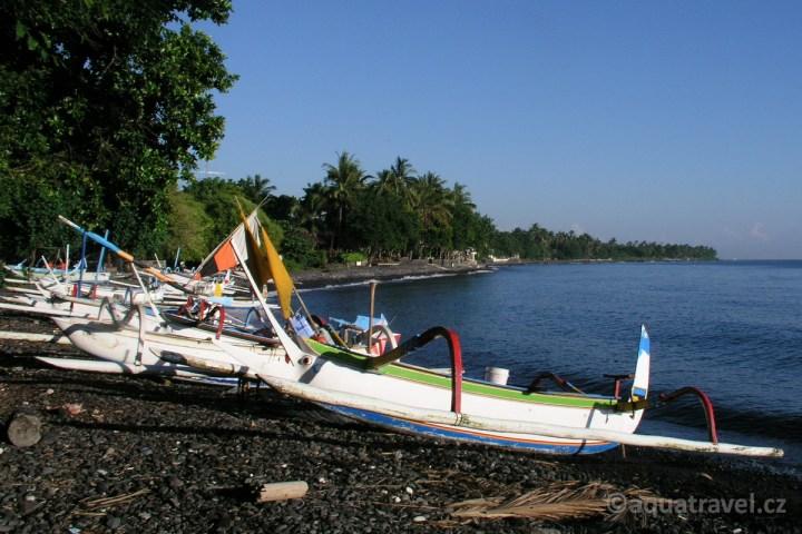 Plᾞ v Tulambenu. Nejlepší potápění an Bali