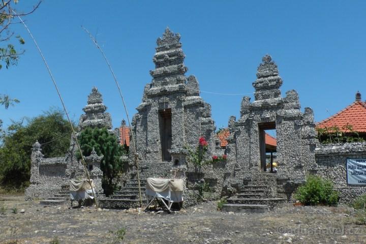 Chrám na ostrově Menjangan