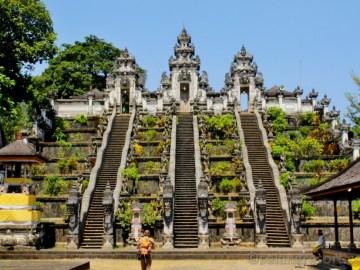 Lempuyang - bílý chrám